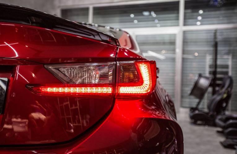 Światła w samochodzie- rodzaje oświetlenia samochodowego
